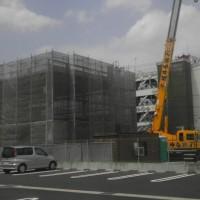 名古屋家裁一宮支部の隣の土地で、愛知県弁護士会一宮支部の建物が新築されています。
