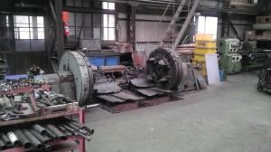 車軸を固定して車輪をガリガリ削る作業台だそうです。