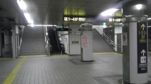 地下鉄桜通線久屋大通駅のホームの名古屋方面の端です。